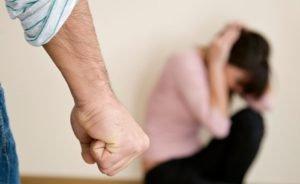 Что делать, если муж бьет